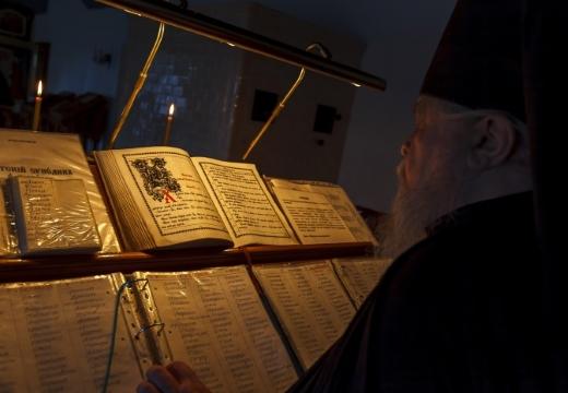 священник книги