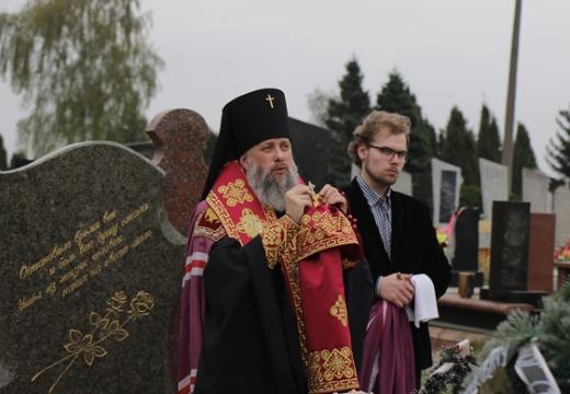 заупокойная лития на кладбище